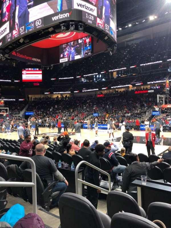 State Farm Arena, sección: 106, fila: DD, asiento: 8