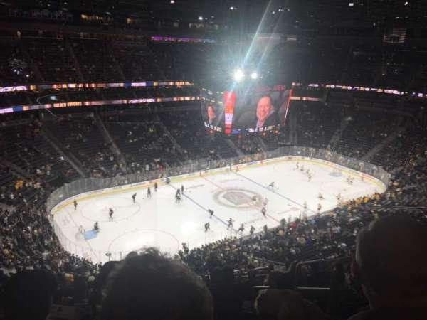 T-Mobile Arena, sección: 201, fila: R, asiento: 8