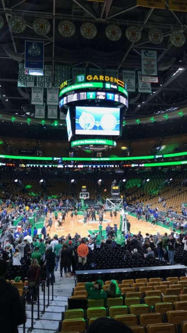 TD Garden, sección: Loge 18, fila: 14, asiento: 13