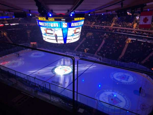 Madison Square Garden, sección: 327, fila: 2, asiento: 25