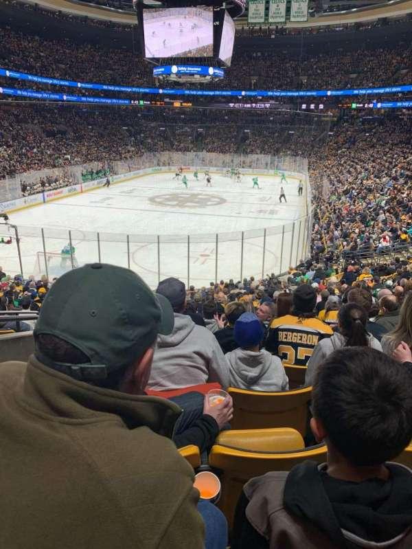 TD Garden, sección: Loge 17, fila: 21, asiento: 8