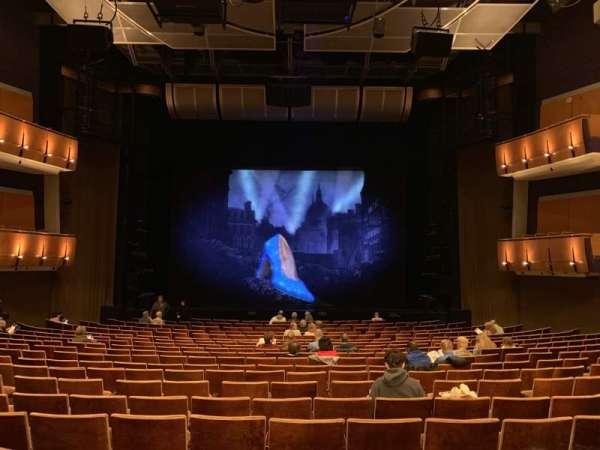 Ahmanson Theatre, sección: Orchestra, fila: T, asiento: 28