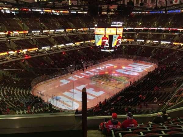 United Center, sección: 322, fila: 9, asiento: 20