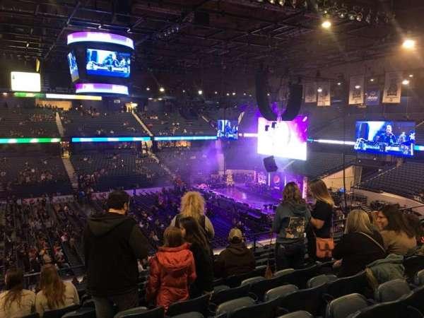 Allstate Arena, sección: 211, fila: J, asiento: 17-18
