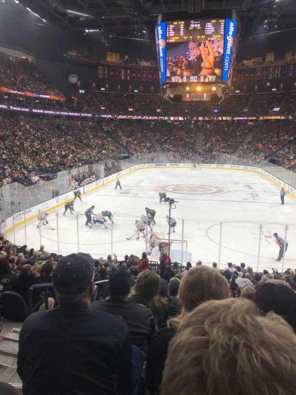 T-Mobile Arena, sección: 11, fila: R, asiento: 2