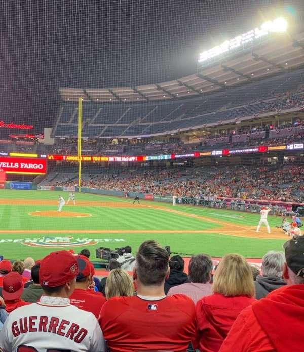 Angel Stadium, sección: F112, fila: M, asiento: 14