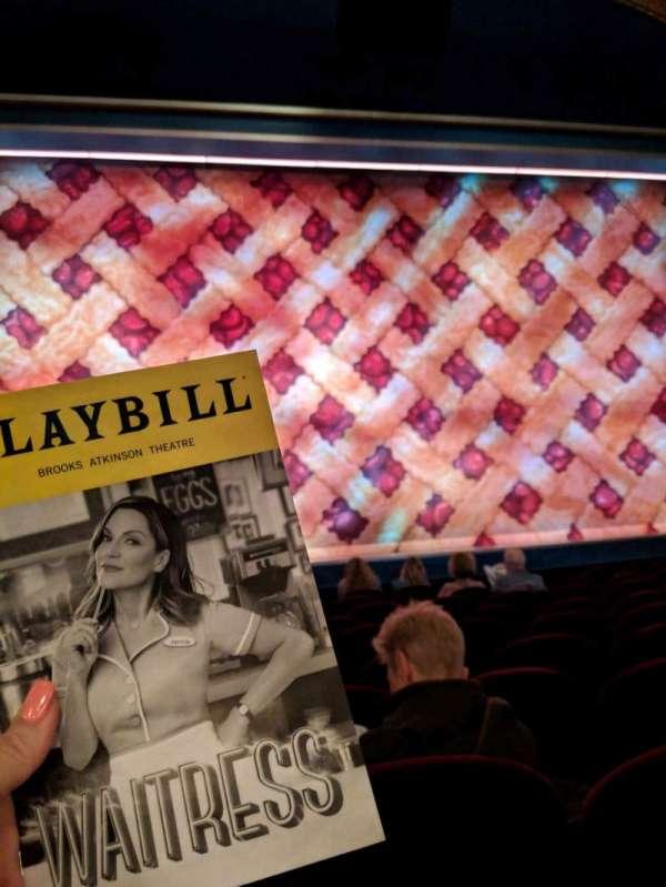 Brooks Atkinson Theatre, sección: COrch, fila: H, asiento: 102