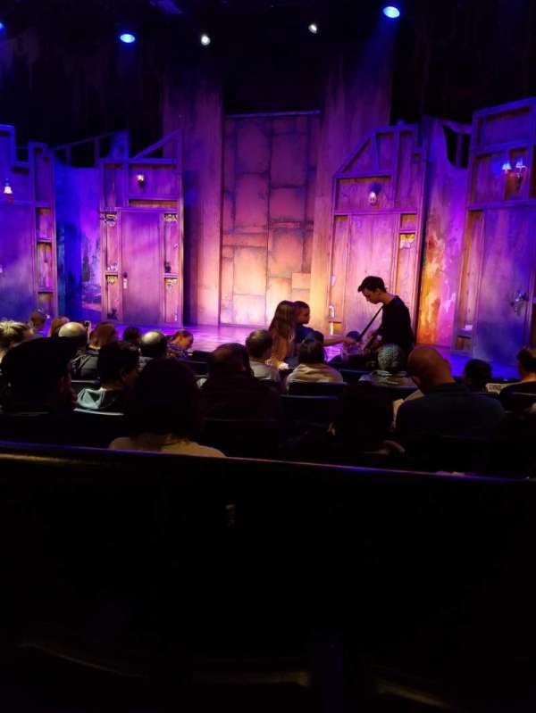 New World Stages - Stage 5, sección: Orchestra, fila: H, asiento: 18