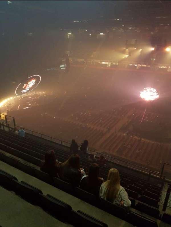 Manchester Arena, sección: 204, fila: L, asiento: 27