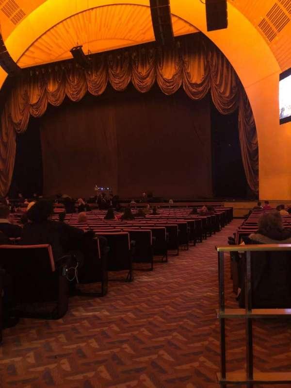 Radio City Music Hall, sección: Orchestra 2, fila: XX, asiento: 213