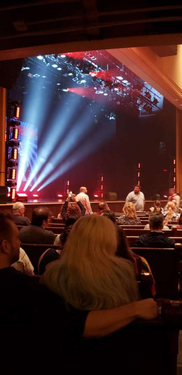 Ryman Auditorium, sección: MF-8, fila: P, asiento: 8