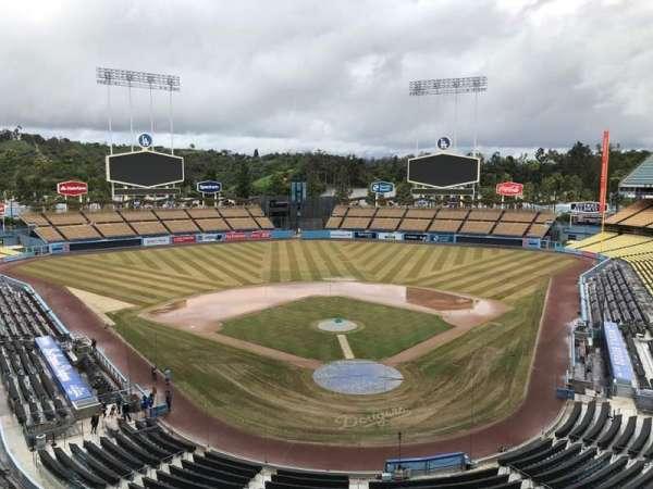 Dodger Stadium, sección: 3RS, fila: C, asiento: 8