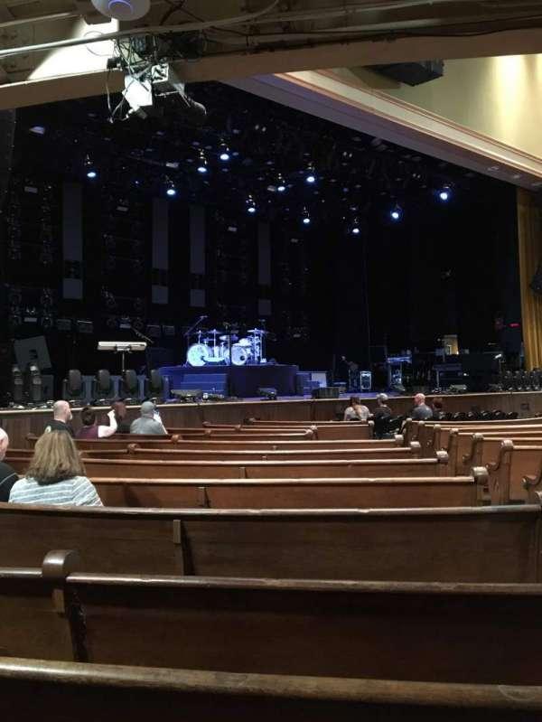 Ryman Auditorium, sección: MF-7, fila: P, asiento: 3
