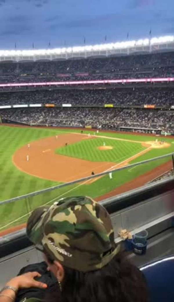 Yankee Stadium, sección: 329, fila: 2, asiento: 9