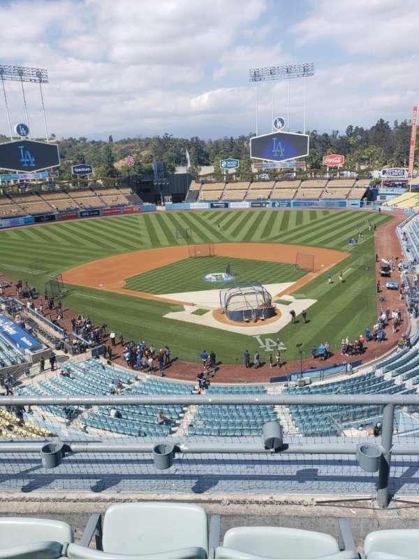 Dodger Stadium, sección: 3RS, fila: 3, asiento: 17