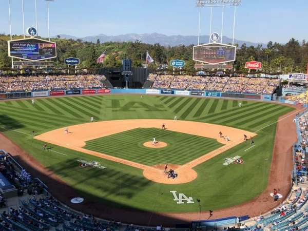 Dodger Stadium, sección: 3RS, fila: C, asiento: 11