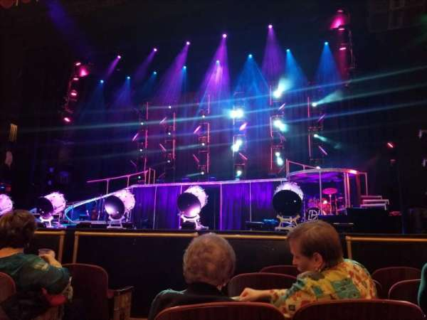 Beacon Theatre, sección: Orchestra 2, fila: A, asiento: 4