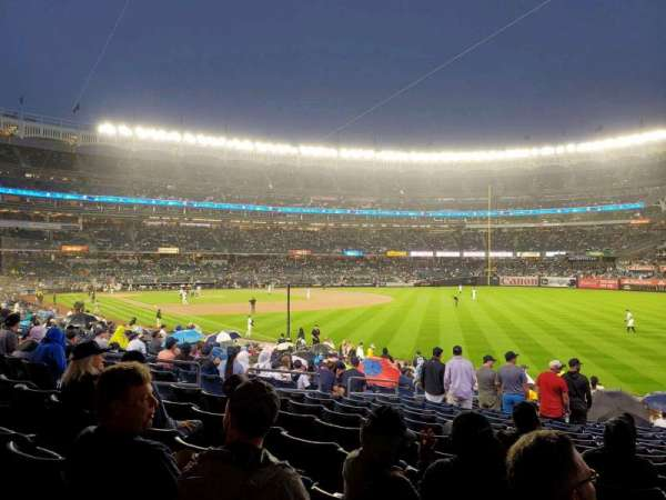 Yankee Stadium, sección: 109, fila: 20, asiento: 13