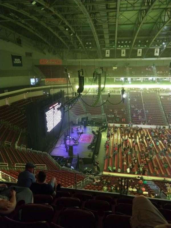Giant Center, sección: 218, fila: E, asiento: 1