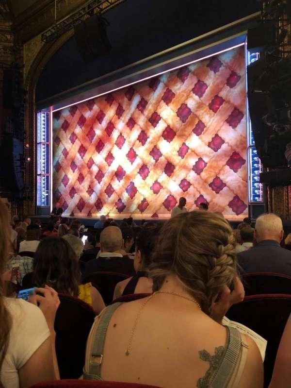 Brooks Atkinson Theatre, sección: Orchestra R, fila: K, asiento: 20