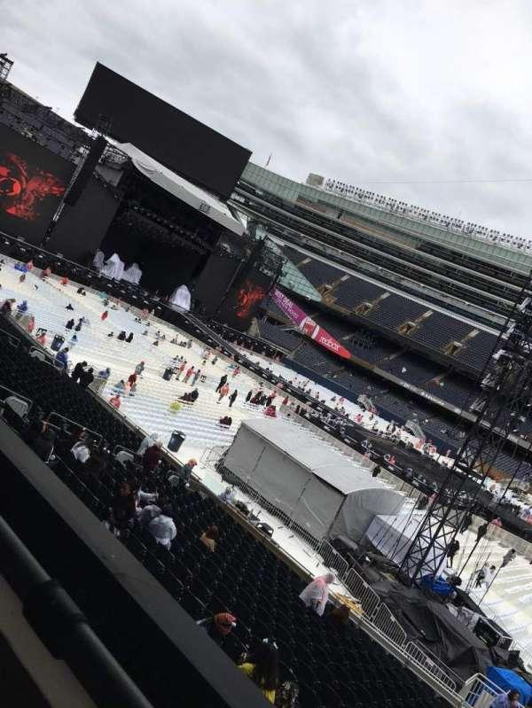 Soldier Field, sección: 235, fila: 1, asiento: 13