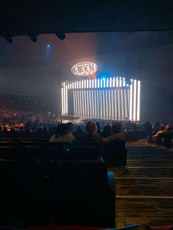 Zappos Theater, sección: 203, fila: T, asiento: 2