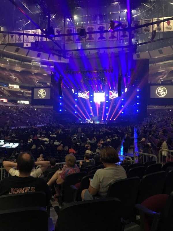 United Center, sección: 104, fila: 8, asiento: 11