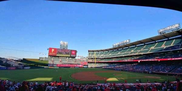 Angel Stadium, sección: T210, fila: B, asiento: 1
