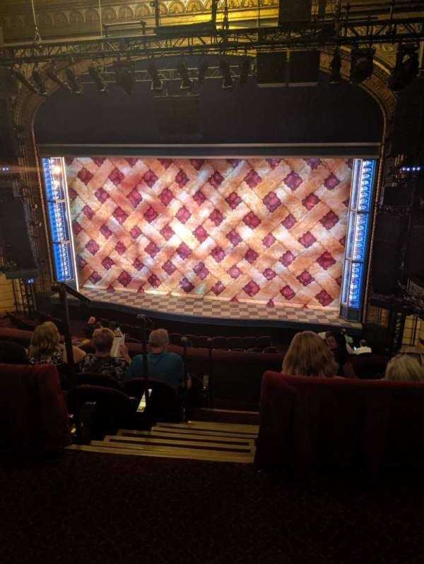 Brooks Atkinson Theatre, sección: Rear Mezzanine RC, fila: E, asiento: 106