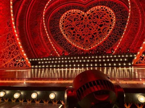 Al Hirschfeld Theatre, sección: CanR, fila: Table D, asiento: 2