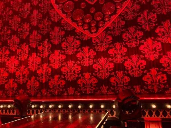 Al Hirschfeld Theatre, sección: CanR, fila: Table H, asiento: 2