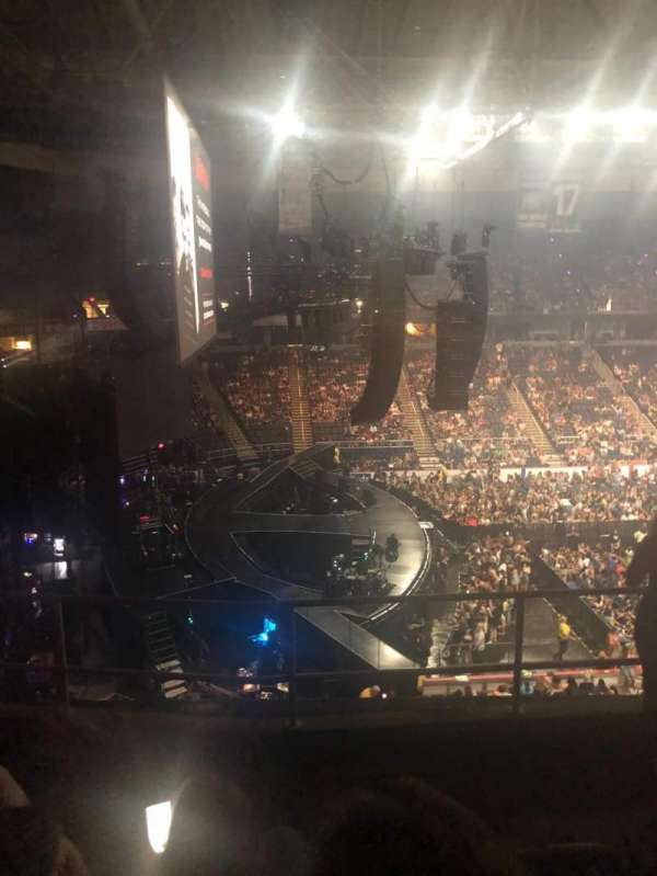 Prudential Center, sección: 210, fila: E, asiento: 3