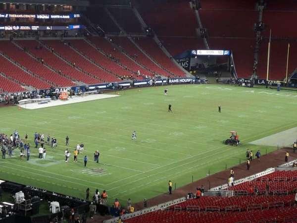Los Angeles Memorial Coliseum, sección: 327, fila: 1, asiento: 39