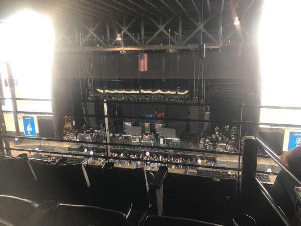 Hollywood Casino Amphitheatre (Tinley Park), sección: Suite 312, fila: 3, asiento: 14