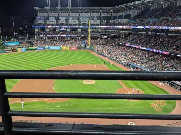 Progressive Field, sección: 461, fila: A, asiento: 2