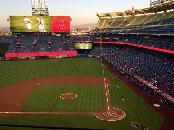 Angel Stadium, sección: V414, fila: D, asiento: 8
