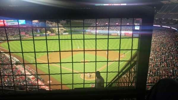 Angel Stadium, sección: V519, fila: E, asiento: 18
