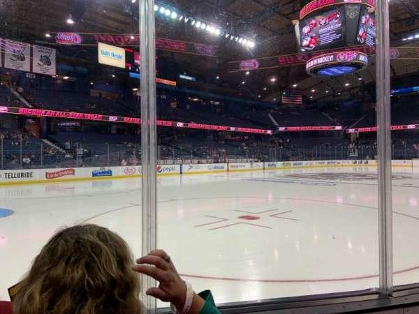 Allstate Arena, sección: 105, fila: Bb, asiento: 8-9