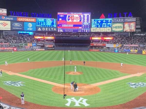 Yankee Stadium, sección: 220B, fila: 3, asiento: 9