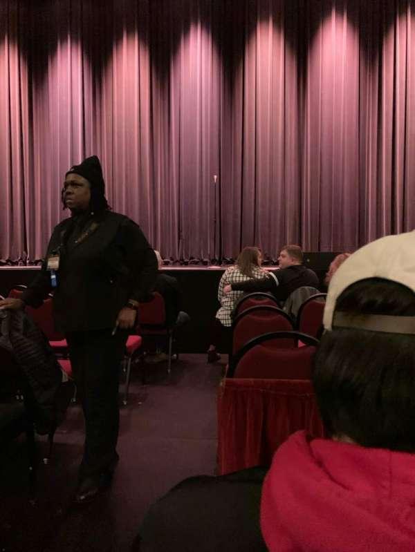 Chicago Theatre, sección: MNFL4R, fila: BB, asiento: 402