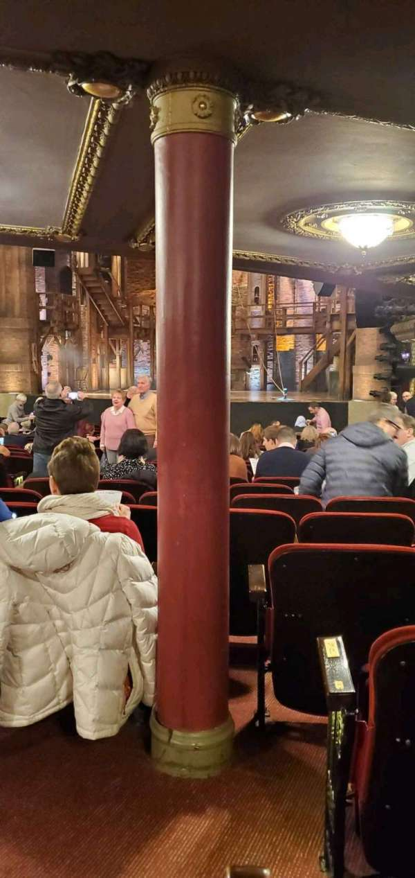 CIBC Theatre, sección: Orchestra R, fila: X, asiento: 4
