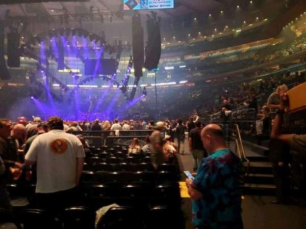Madison Square Garden, sección: Floor F, fila: 12, asiento: 17