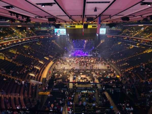 Madison Square Garden, sección: 301, fila: 1, asiento: 3