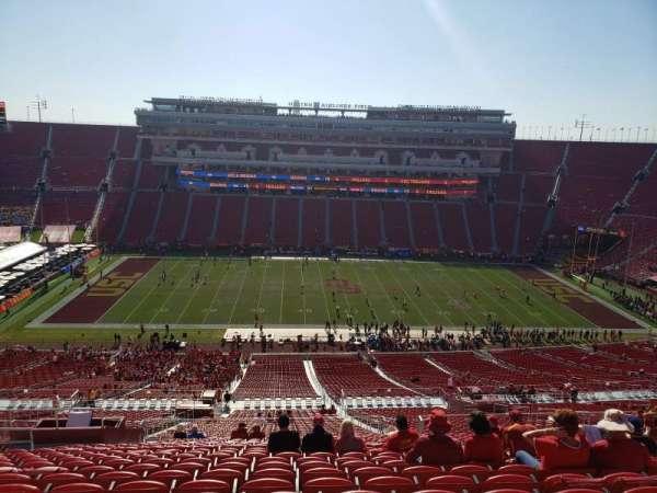 Los Angeles Memorial Coliseum, sección: 322, fila: 22, asiento: 31