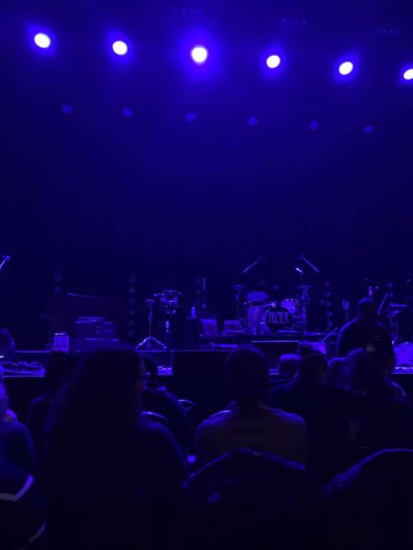 Chicago Theatre, sección: MNFL4L, fila: AA, asiento: 405
