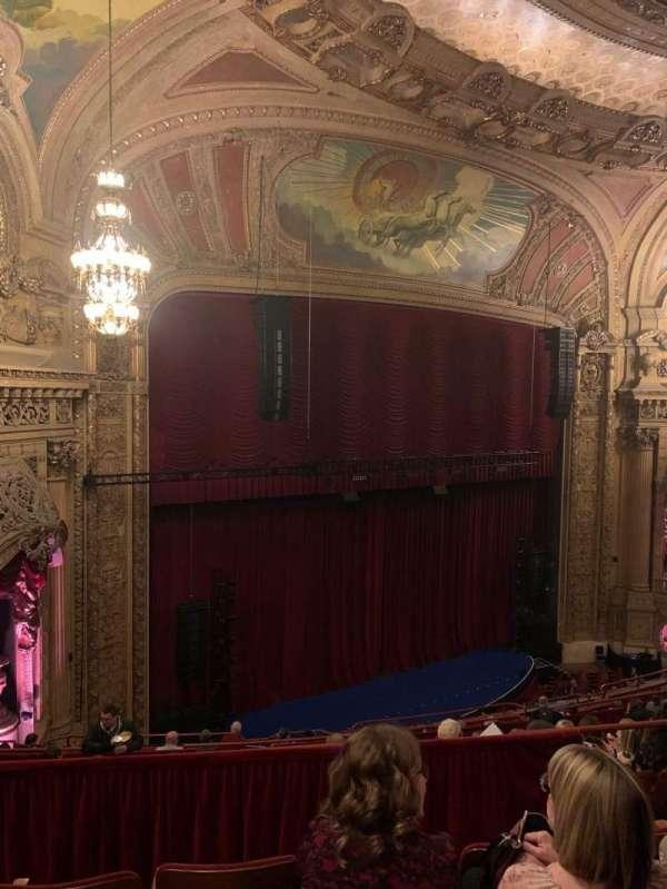 Chicago Theatre, sección: Balcony1L, fila: J, asiento: 111