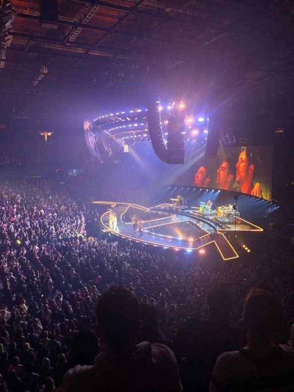 Allstate Arena, sección: 210, fila: D, asiento: 30