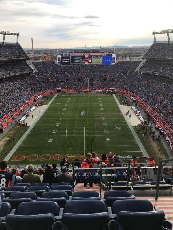 Empower Field at Mile High Stadium, sección: 521, fila: 21, asiento: 2