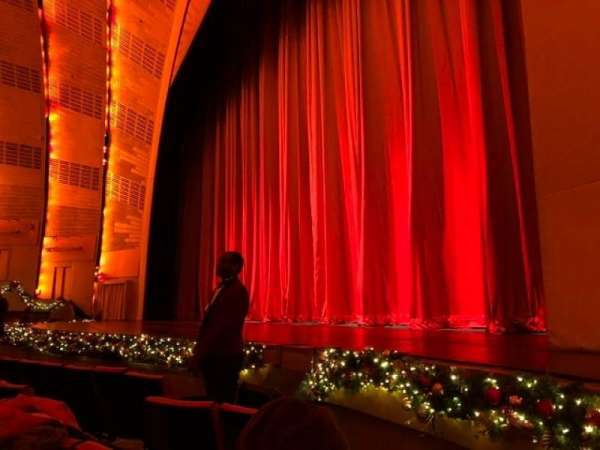 Radio City Music Hall, sección: Orchestra 2, fila: EE, asiento: 201