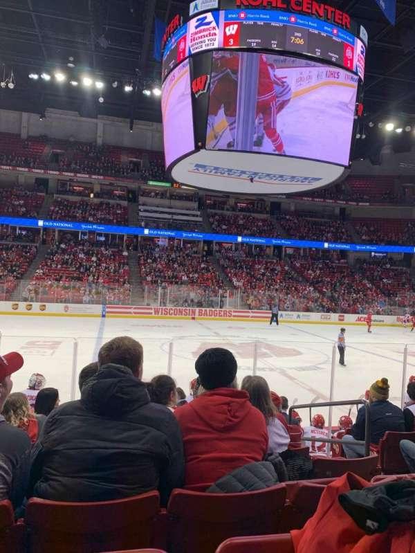 Kohl Center, sección: 222, fila: J, asiento: 4